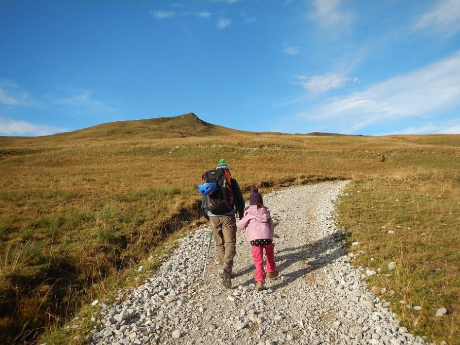 9 Ways to Instill Hiking in the Next Generation