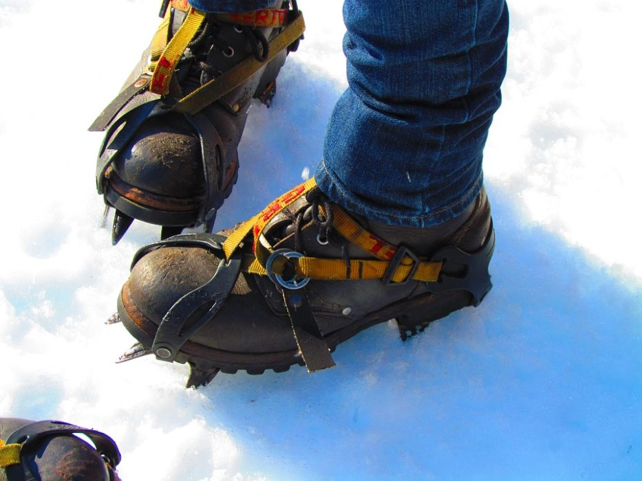 The Very Important Differences Between Hiking Boots and Snowshoes